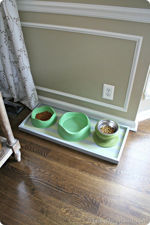 DIY Pet Food Tray From Thrifty Decor Chick