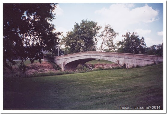 Tickle Belly Hill at Garfield Park, Indianapolis, Indiana.  (2001 photo by Nancy Hurley)