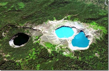 Lakes-of-Mount-Kelimutu-1