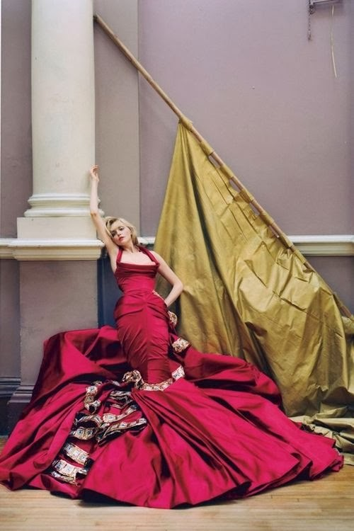tim-walker-sophie-dahl-vogue-dec2004-p267-dior-haute-couture
