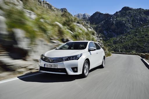 2014-Toyota-Corolla-10.jpg