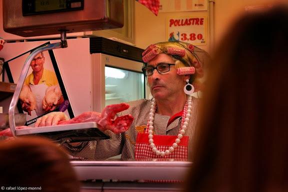 Venedors disfressats al Mercat Central. Carnaval de Tarragona.Tarragona, Tarragonès, Tarragona