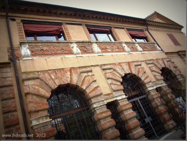 Palazzina dei Bagni Ducali ( fronte 1 ), Ferrara, Emilia Romagna, Italia - Building of the Baths Ducali (front 1), Ferrara, Emilia Romagna, Italy - Property and Copyrights of www.fedetails.net