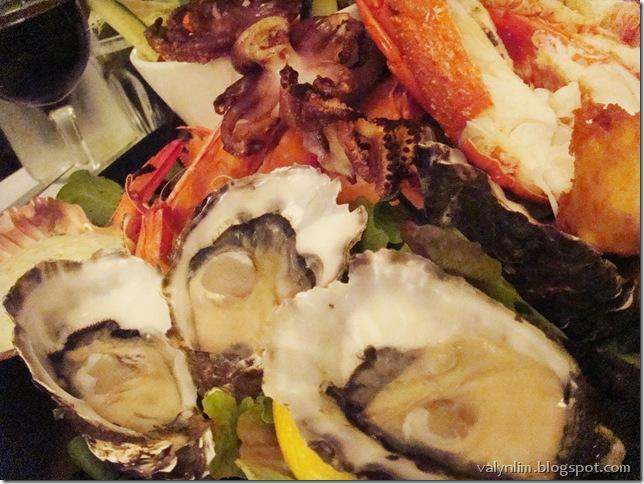 墨尔本Melbourne~ Chapter 9 与可爱小企鹅一起走回家, Nobbies Broadwalk, 一晚吃8只牡蛎的Taylor's Waterfront Restaurant