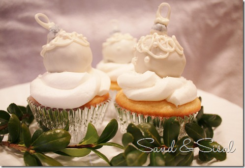 White Christmas ornament cupcakes