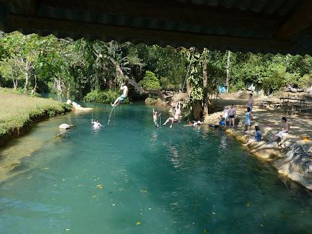 Imagini Vang Vieng: tarzani la laguna