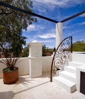 terraza-Casa-lluvia-blanca