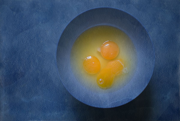 Egg yolks in a blue bowl