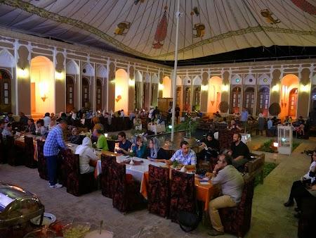 03. Marea curte din hotelul din Yazd.JPG