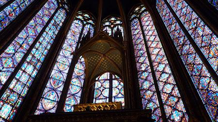 Obiective turistice Paris:  Vitralii la St. Chapelle Paris