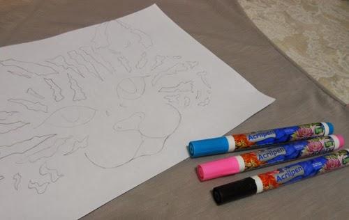 diy-customizando-camiseta-caneta-tecido-gato.jpg