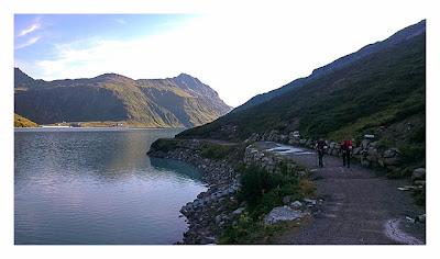 Geocaching in der Silvretta - Weg am Stausee
