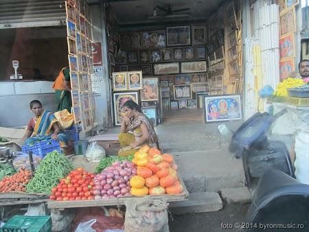 5. Pe străzile Chennaiului poti gasi tot ce-ti trece prin cap - byron 2014.jpg