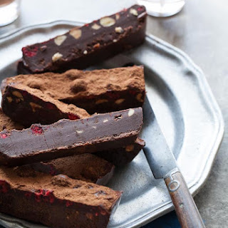 Raw Chocolate Fridge Cake | Chocolate Fudge Bars (Raw, Vegan, Paleo)