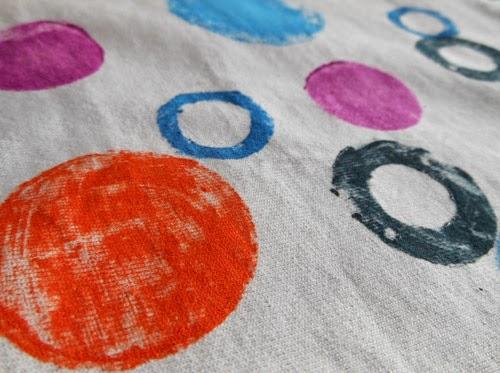 diy-customizando-camiseta-estampa-carimbo-10.jpg