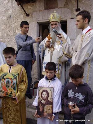 МИТРОПОЛИТ АМФИЛОХИЈЕ СЛУЖИО У ЋЕЛИЈИ ПИПЕРСКОЈ