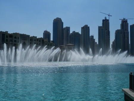 09. Dansul fantanilor la Lake Khalifa.JPG