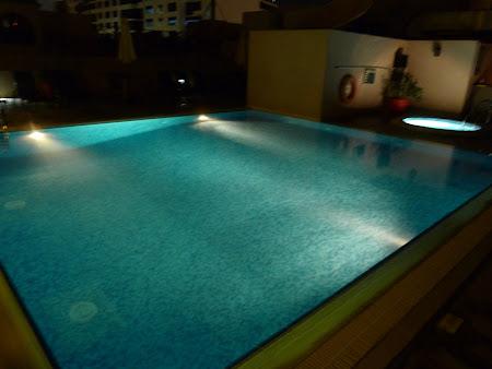 Cazare Dubai: Piscina hotel Golden Tulip Dubai