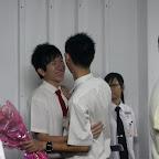 有的同学热情拥抱。。