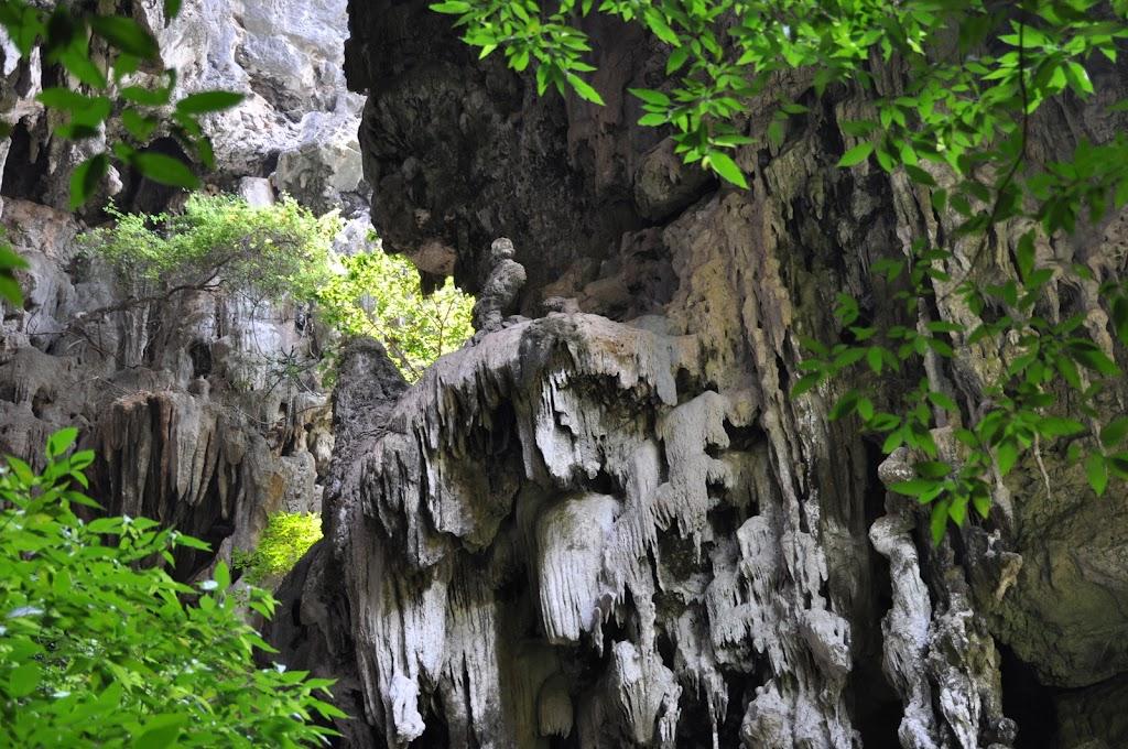 la grotte du pavillon royal au parc national de sam roi yot. Black Bedroom Furniture Sets. Home Design Ideas