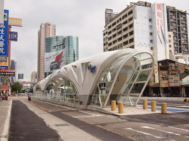 【生活】捷運生活EasyGo~台中BRT全面通車後工作首日通勤體驗! 尖峰時刻平均1~2分鐘就可以到下一站, 基本上相當平穩舒適 區域 台中市 嗜好 捷運周邊 旅行 旅行注意事項 生活 西區 西屯區