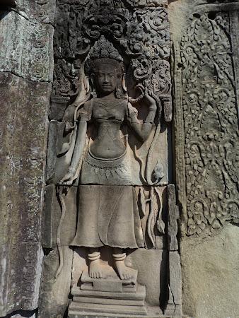 Templu Bayon: apsara Angkor Wat