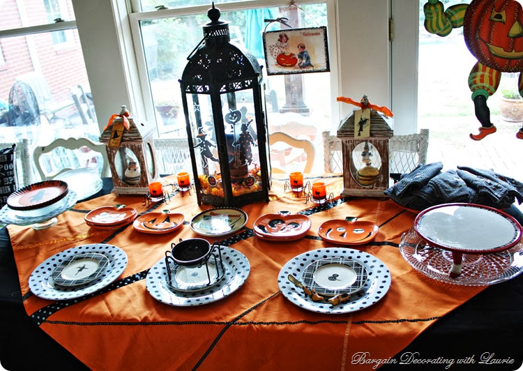 Halloween Table-Bargain Decorating with Laurie