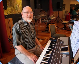George Marcowitz played the Korg Pa800. Photo courtesy of Dennis Lyons