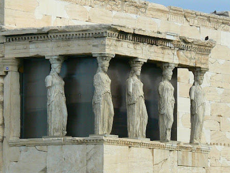 Obiective turistice Grecia: statui de cariatide pe Acropole