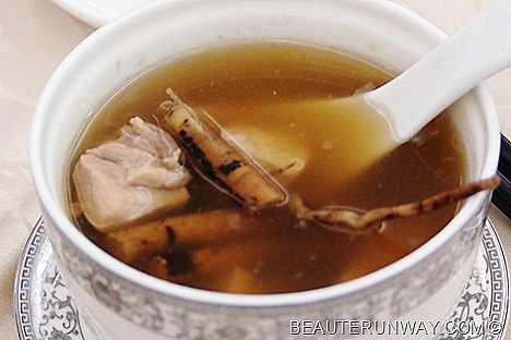 Old Hong Kong Essence Double-boiled Pork Thigh Soup with Hair Mountain Fig
