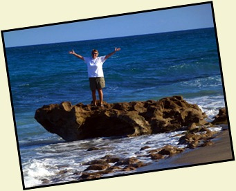 5b8 - Tour - Coral Cove - Syl Playing on Rocks