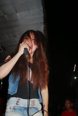band metal cewek