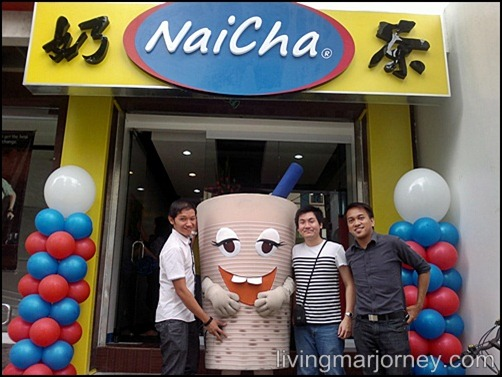 With fellow bloggers at NaiCha Banawe Grand Opening