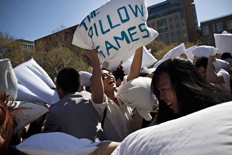 pillow-fight-2012-4