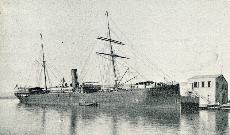 El vapor ISLA DE PANAY atracado en Puerto Rico, al muelle de la New York & Puerto Rico Steamship Company. Foto de la revista EL MUNDO NAVAL ILUSTRADO. AÑO 1901.jpg