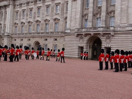 17. Buckingham Palace (1).JPG