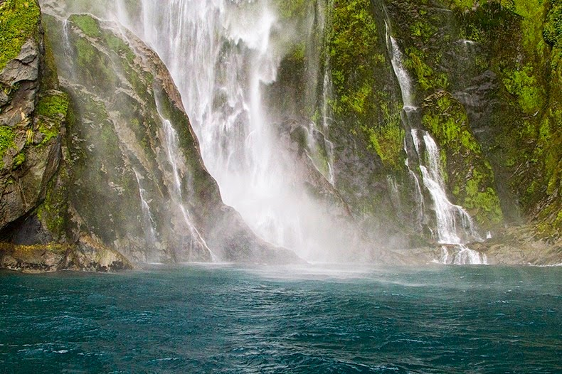 milford-sound-waterfalls-1