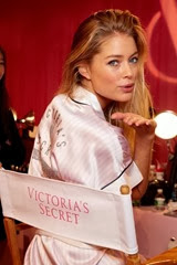 vic006com-fashion-show-media-kit-2013-doutzen-hair-makeup-backstage-victorias-secret-hi-res