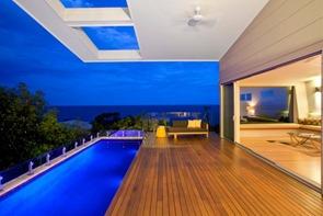 casa-con-piscina-vista-al-mar