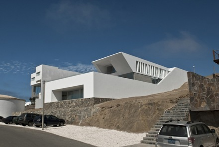 casa-moderna-en-playa-el-golf-rrmr-arquitectos