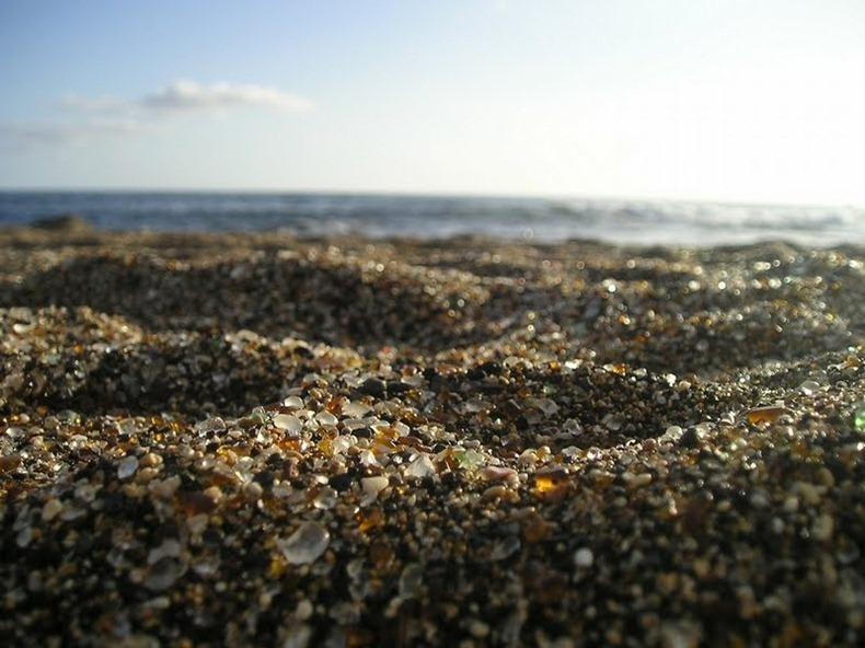 شاطى الزجاج glass-beach-9%255B
