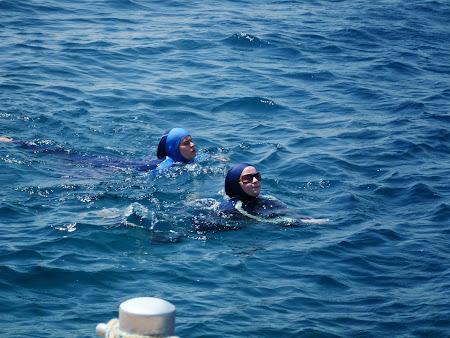 Plaja la Marea Rosie - Aqaba:  Costum de baie musulman