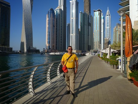 25. Prin Dubai Marina.JPG