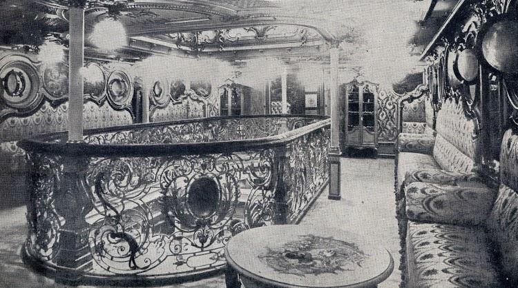 Interesante foto del salón de música con toda la iluminación en acción. Revista Vida Maritima. Año 1906.JPG