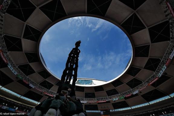 Tres de nou amb folre. Castellers de Sants.XXIVè Concurs de Castells de Tarragona. Tarraco Arena Plaça. Tarragona, Tarragonès, Tarragona
