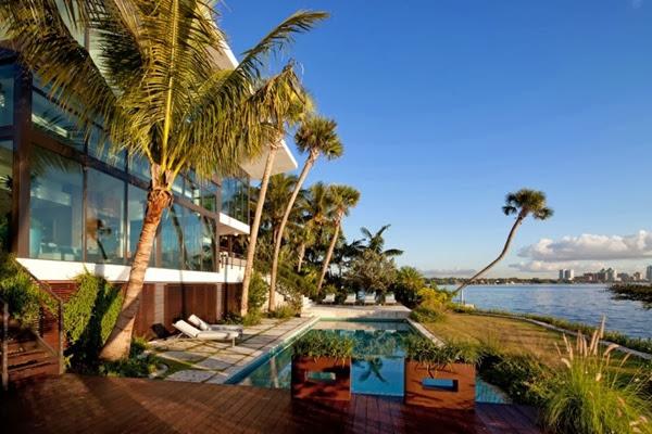 casa-con-piscina-vista-al-mar-miami-florida