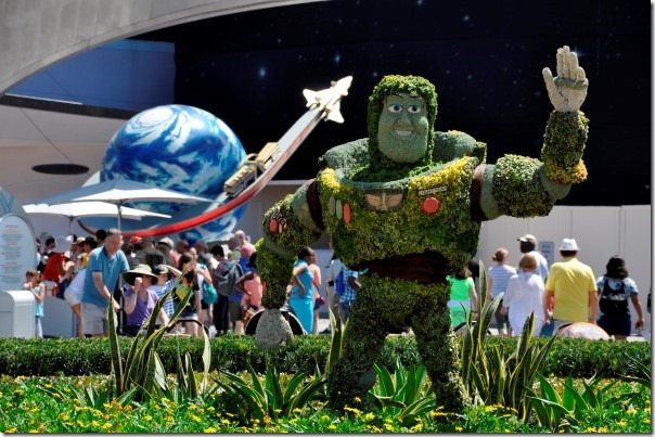 To infinity and beyond! – Buzz Lightyear bij Mission: Space