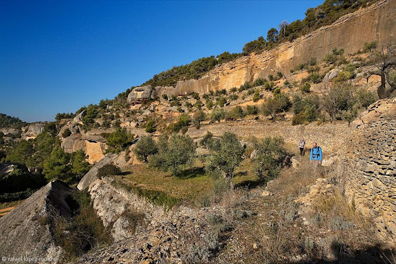 Serrall de les Roques, antic camí ral de Cabacés a Margalef Parc Natural del Montsant.Cabacés, Priorat, Tarragona