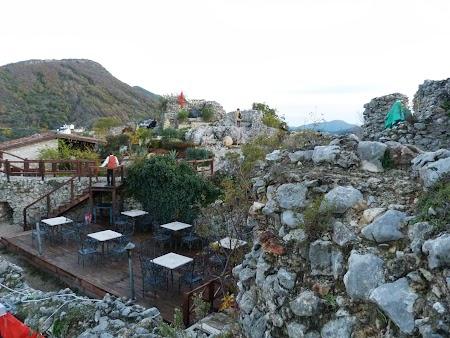 Obiective turistice Albania: Restaurant cetate Petrella