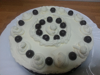 tarta de nata y bizcocho de chocolate